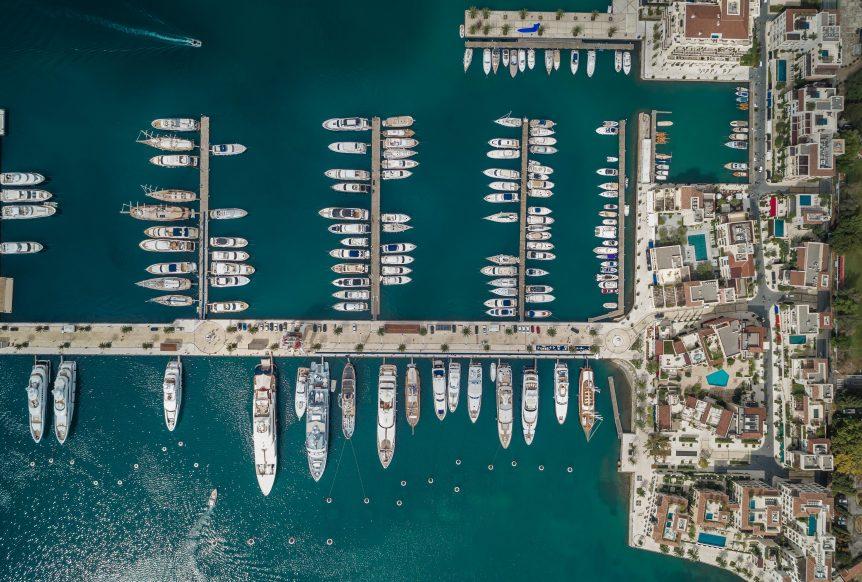 Pogled na marinu iz vazduha