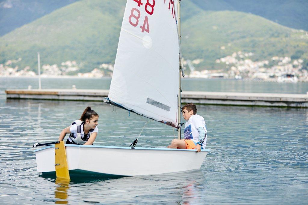 kids sailing