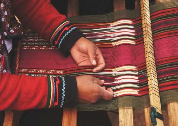 Woman hands on a loom machine