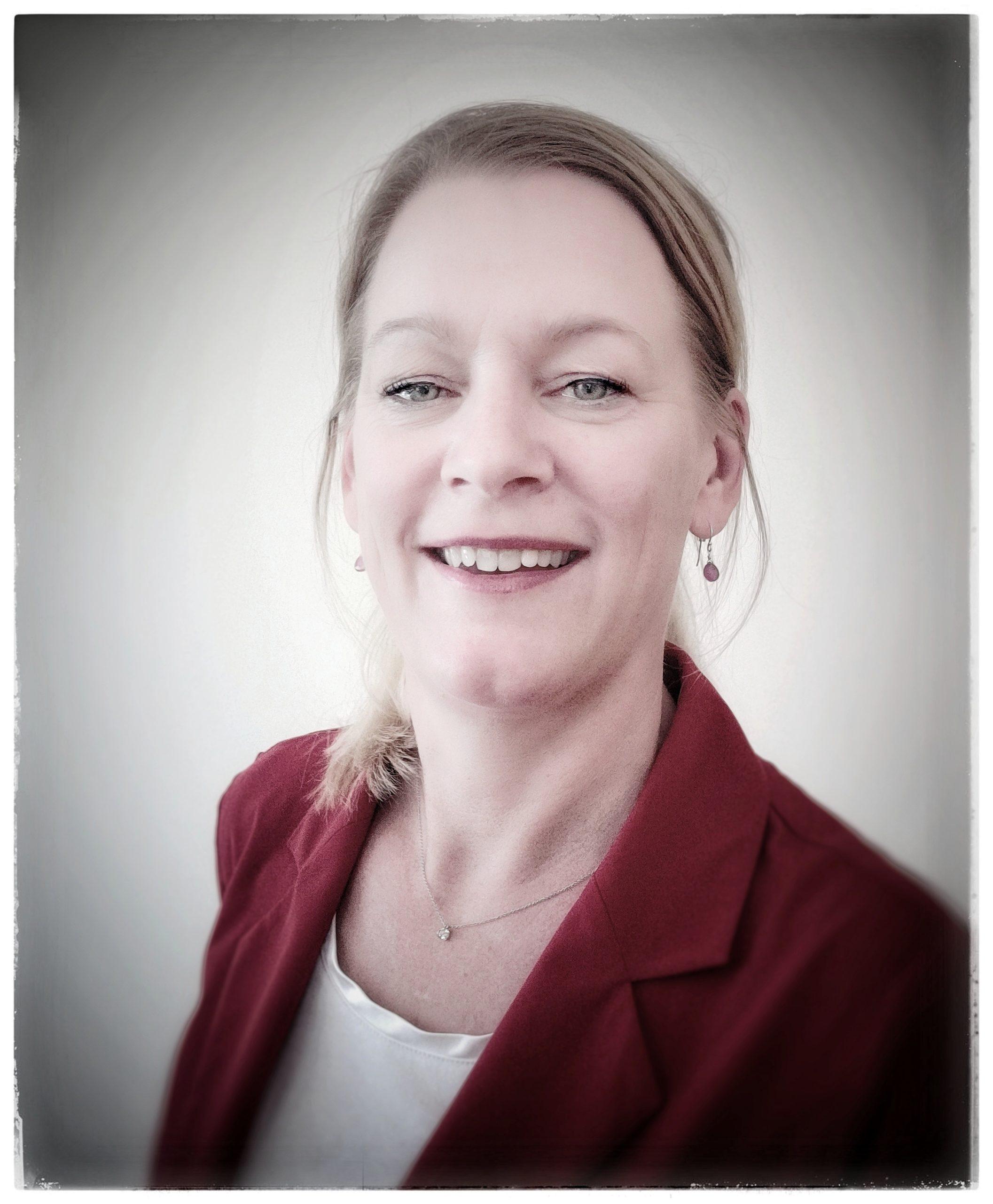 Mirna Robert-Du Ry van Beest Holle portrait