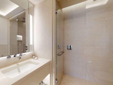 Elena bathroom